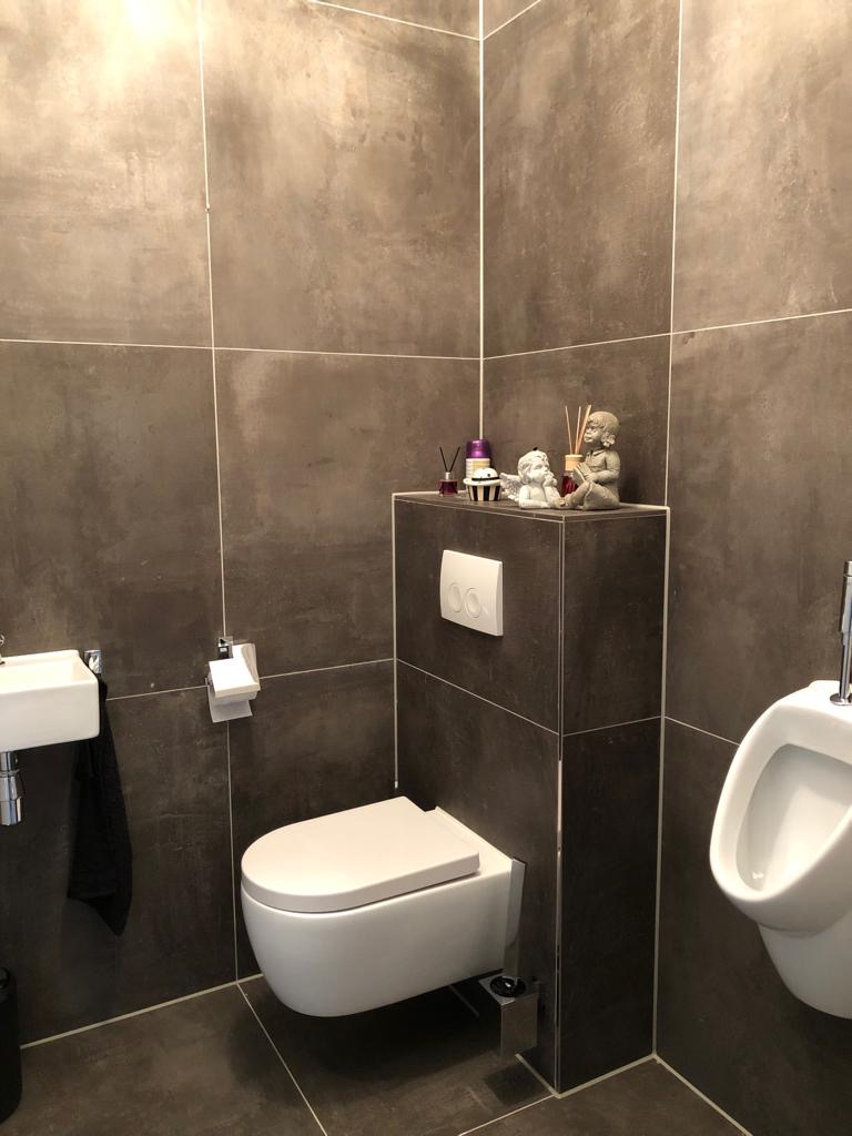 Thuis in Tegels in het toilet